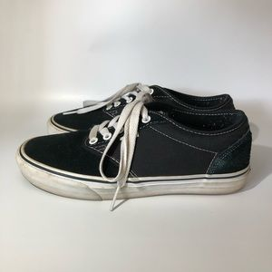 VANS AUTHENTIC - MENS SIZE 7.5 (WOMENS 9)